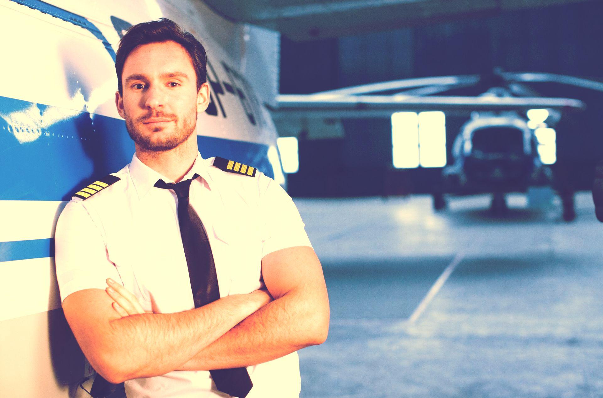 ポーズをとるパイロット