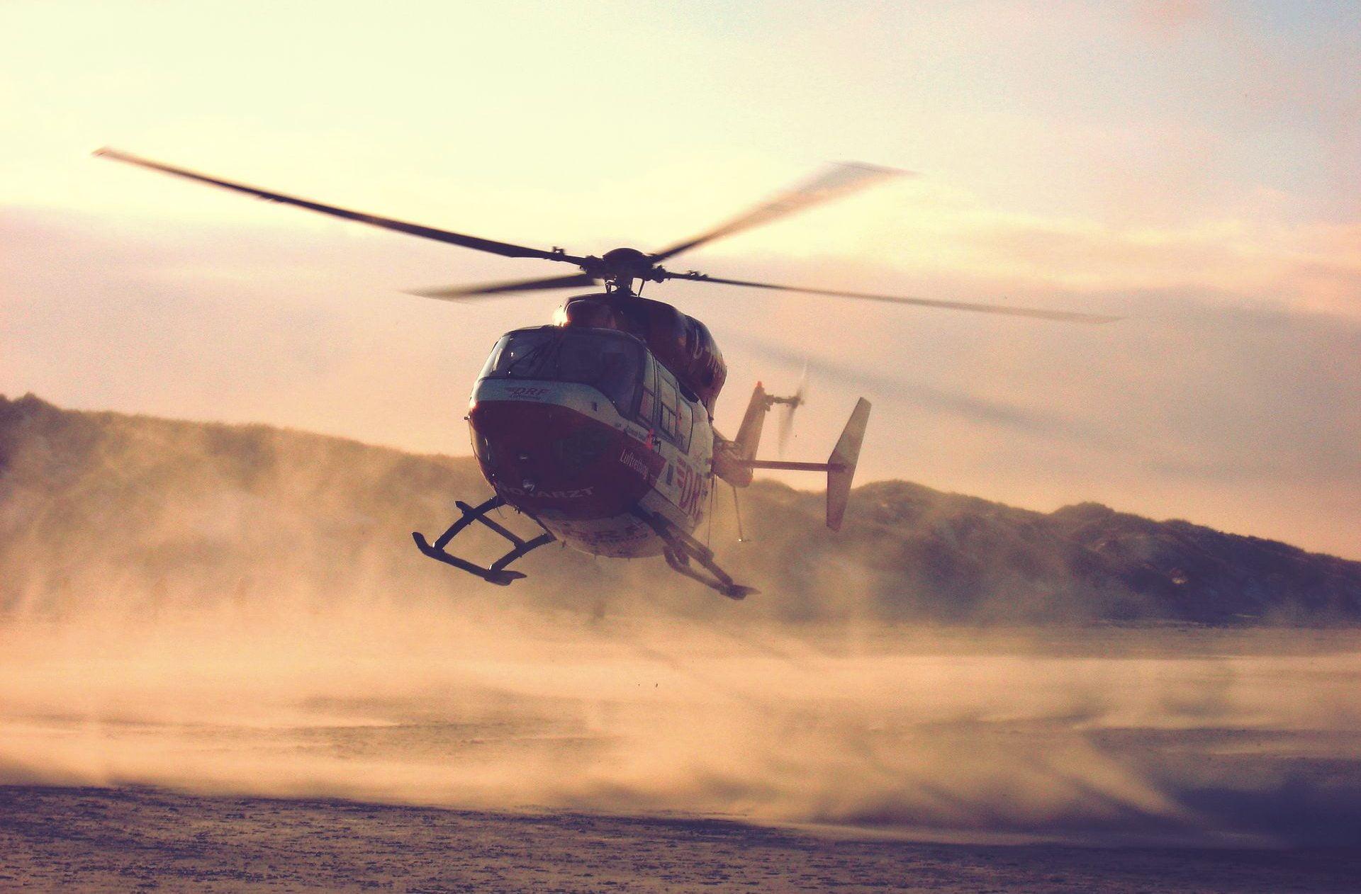 飛ぶヘリコプター